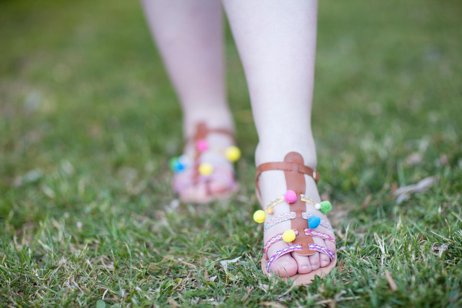 ninaah bulle, la halle, sandales pompons