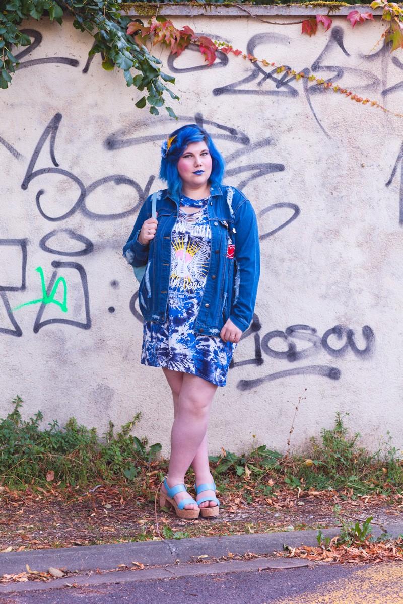 mode, grande taille, yoursclothing, rock, punk, grily, jean, top, midnight, bleu, ado, veste, broder, bleu, rock tour, cheveux bleu, ninaah bulles