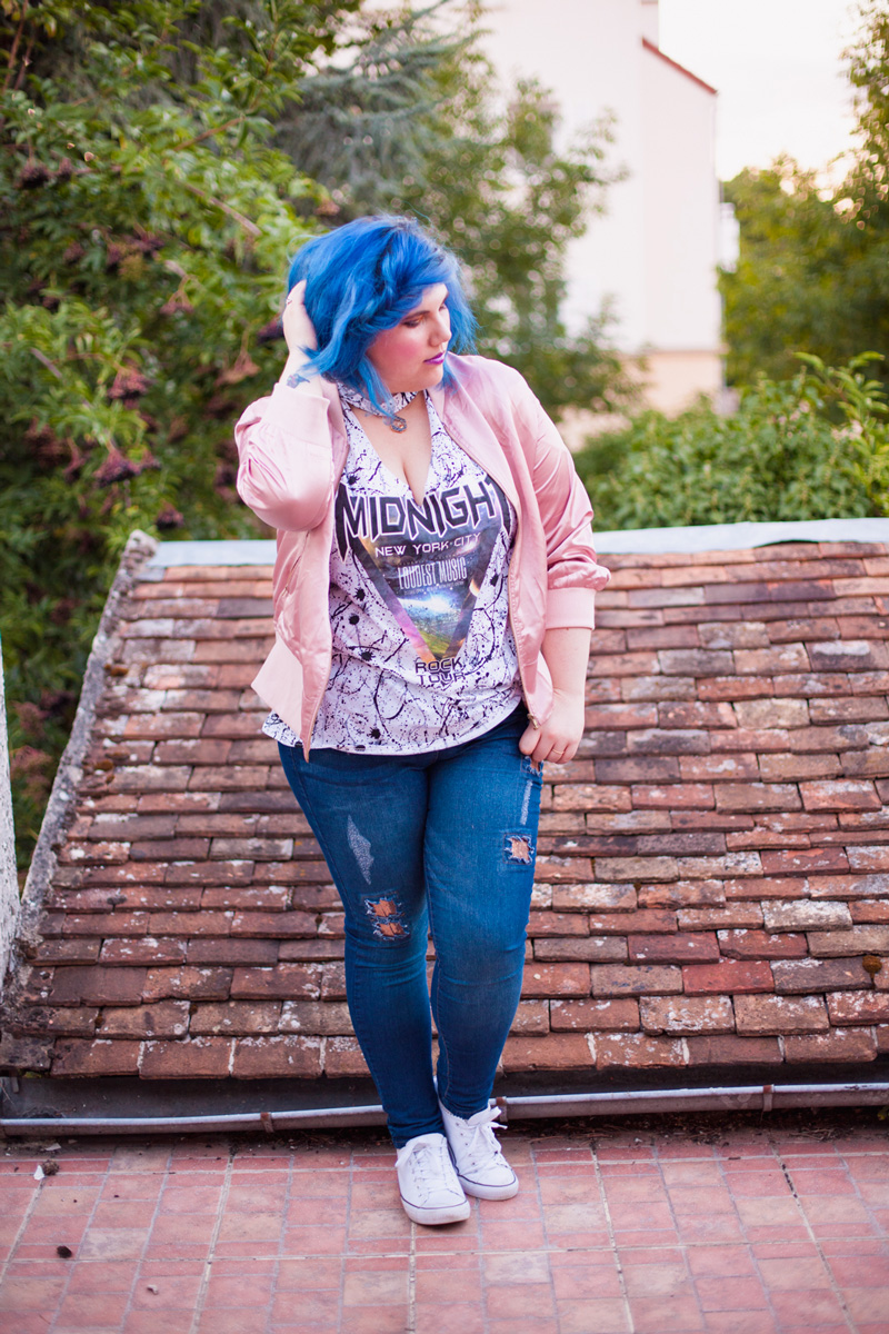 mode, grande taille, yoursclothing, rock, punk, grily, jean, top, midnight, bleu, ado, bomber, broder, rose, cheveux bleu, ninaah bulles