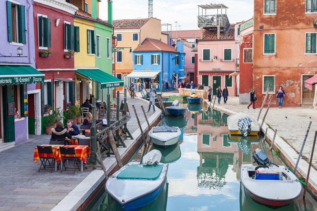 Venise, burano, ile, arc en ciel, voyage, Italie, couleur, tenue, look blog, mode, grande taille cuvry, ninaah bulles, explorer, bonheur