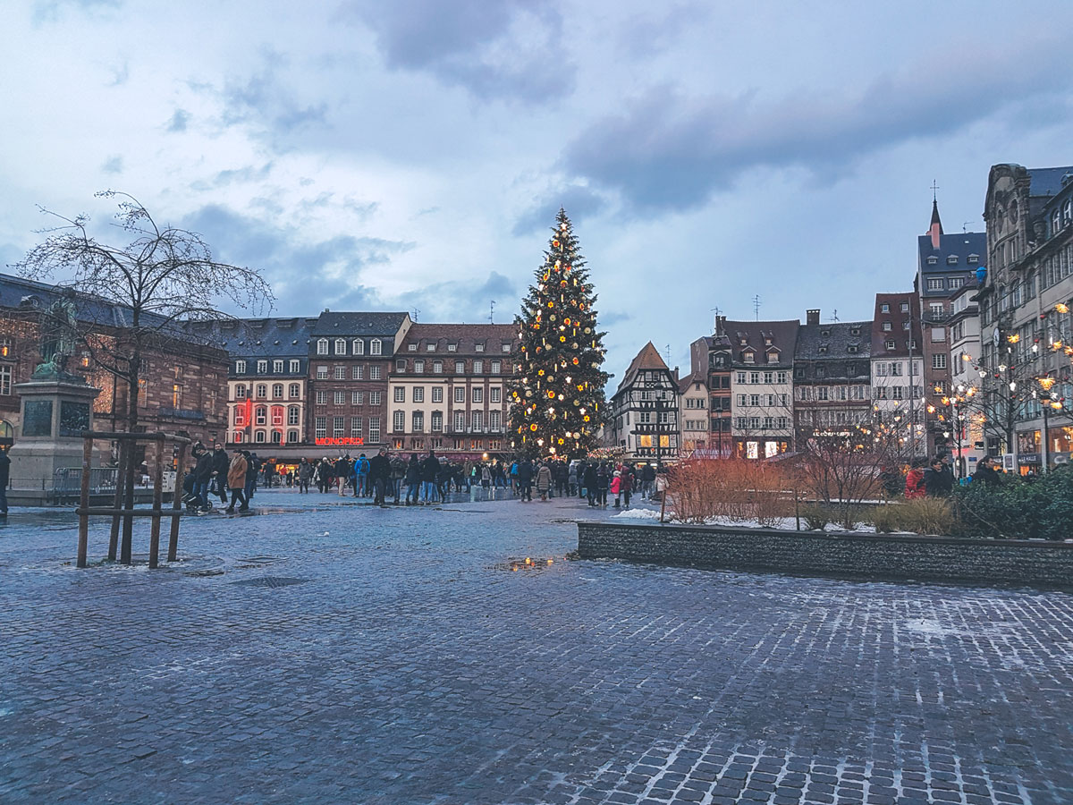 capitale de noël, neige, Strasbourg, voyage, ouigo, sortie, noël, marché de noël, sous la neige, France