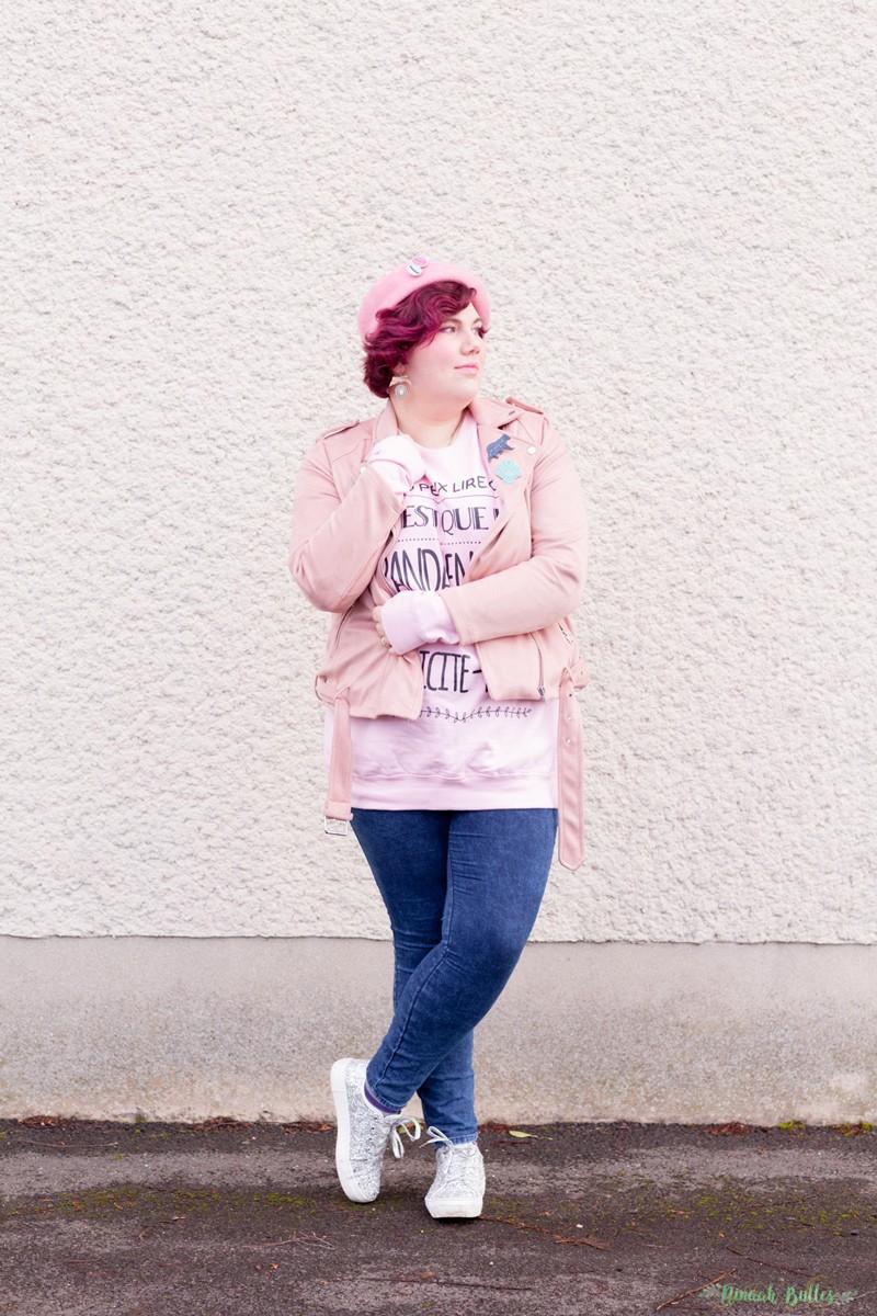 mode, tenue, look, kiabi, grande taille, ronde, curvy, casual, super panda, rose, suedine, perfecto, beret, sweat, jean, ninaah bulles
